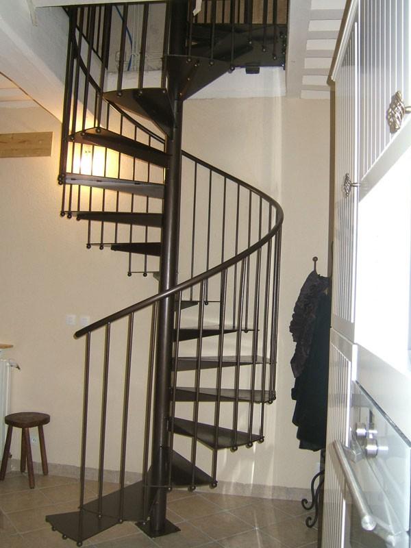 pose escalier m tallique charbonni res les bains lyon 69. Black Bedroom Furniture Sets. Home Design Ideas