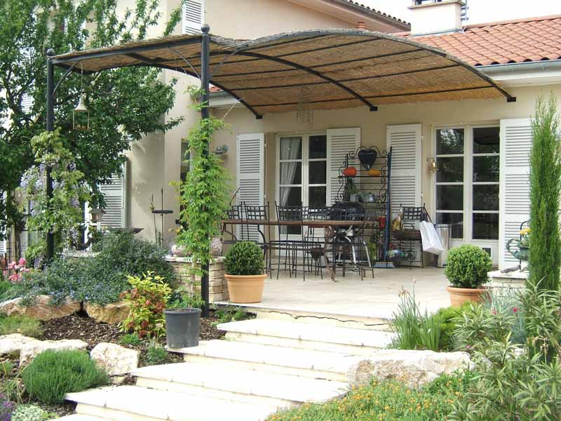 Pergola fer forg cully marquise charbonni res les bains for Pergola en fer forge pour terrasse